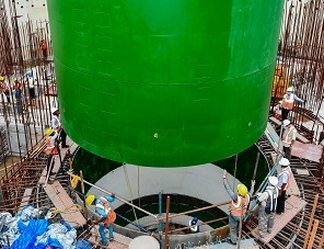 """На строителната площадка на индийската АЕЦ """"Куданкулам"""" е монтирана """"сухата защита"""" на корпуса на реактора"""