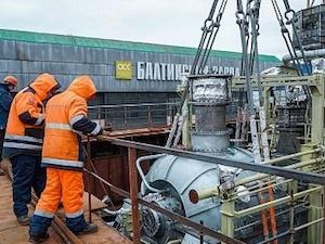 На строящия се атомен ледоразбивач «Урал» е разтоварен левия турбогенератор