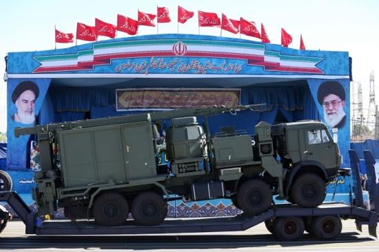 Иран укрепва противовъздушната отбрана в близост до ядрени съоръжения, страхувайки се от удари преди напускането на Тръмп