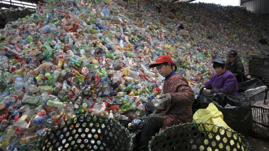 Китай спря вноса на пластмасови отпадъци и използването на пластмаси за еднократна употреба