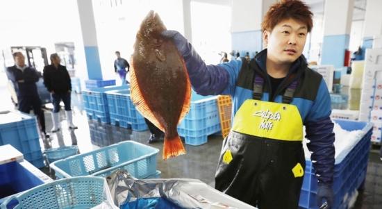 Японските власти започват да рекламират хранителни продукти от Фукушима