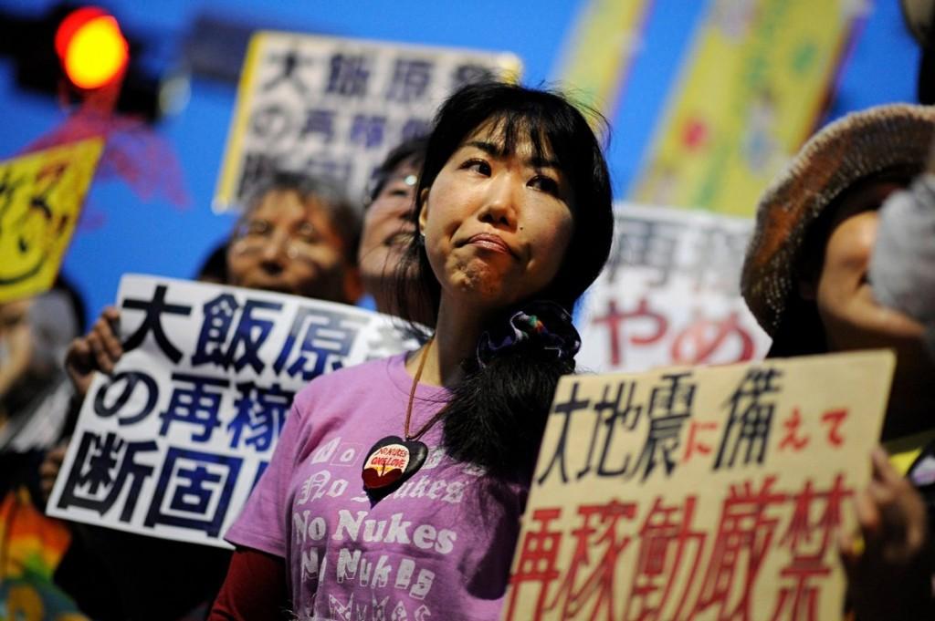 Половината жители на Япония са за намаляване на броя на атомните електроцентрали в страната