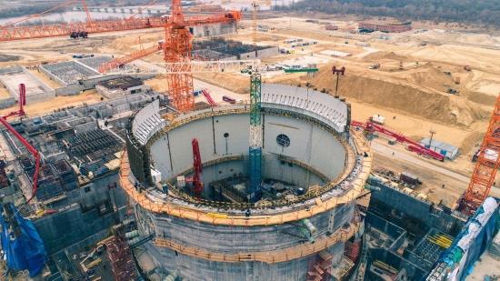 """АЕЦ """"Курск-2"""" – В сградата на реактора (ядрения остров) започна монтажът на куполната част от вътрешната защитна обвивка"""