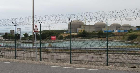 """Един от енергийните блокове на АЕЦ """"Палуел"""" в Западна Франция бе спрян поради пожар"""