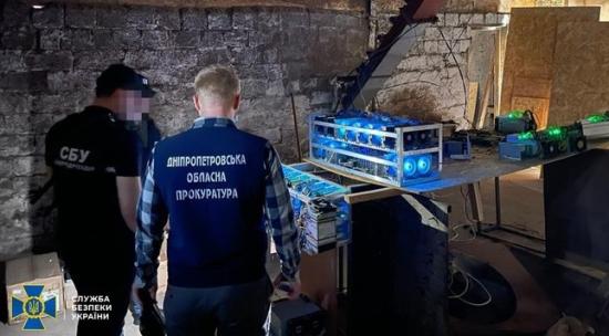Украйна – Нелегална майнинг ферма, свързана с трансформаторна подстанция, беше разкрита в района на Днепропетровск