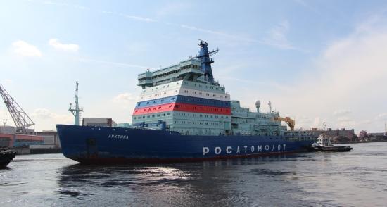 """Атомният ледоразбивач """"Арктика"""" започна прехода от Балтийския към Кронщадския морски завод, за замяна на един от двигателите"""