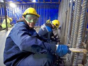 Студентски строителни отряди участват в бетонирането на фундамента на реактора БРЕСТ-ОД-300 на площадката СКХ